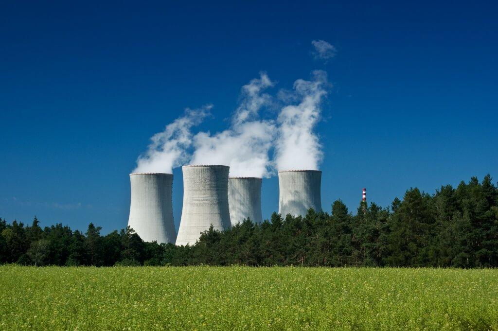 Angela Merkel schaltet die Atomkraftwerke ab und Mario Draghi den Zins